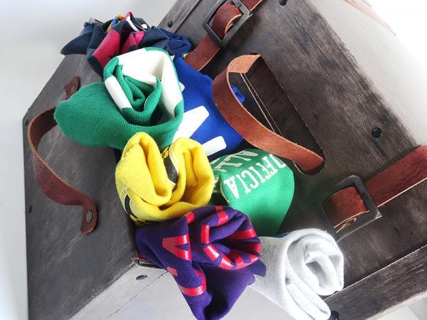 Valigie in cartone trattate con effetto vintage, maniglie e cinghie in cuoio